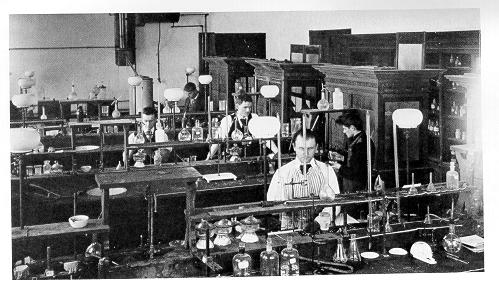 Old black and white photograph of the quantitative laboratory in the chemistry and physics building